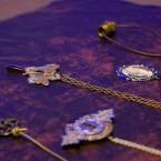 Catharina Danielsson skapar och säljer smycken i steampunkanda