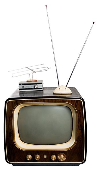TV-mottagare från Philips, årsmodell 1955. När TV2 startade måste man köpa en extra låda och en annorlunda antenn för att se den nya kanalen.