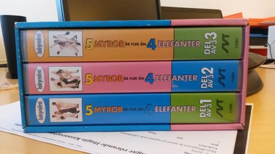 Tre videokassetter i box