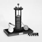 Replik av Voltas stapel, en gåva till Tekniska museet i samband med 200-årsdagen av Voltas första batteri 1799.